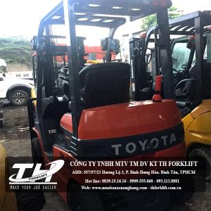 Xe nâng điện ngồi lái Toyota 7FB15